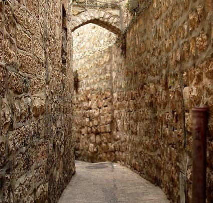 A narrow street similar to the streets of ancient Jerusalem