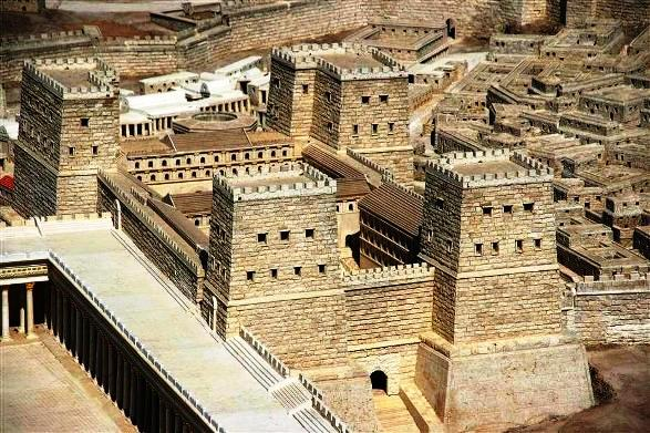 The fortress towers built adjacent to the royal palace. See middle left of map at the top of this page.